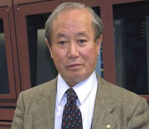 Syun-Ichi Akasofu's greatest successes in a career of studying the aurora came when he questioned the conventional ideas about the phenomenon.